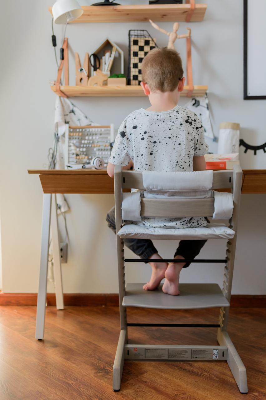 stokke, postawa dziecka przy biurku