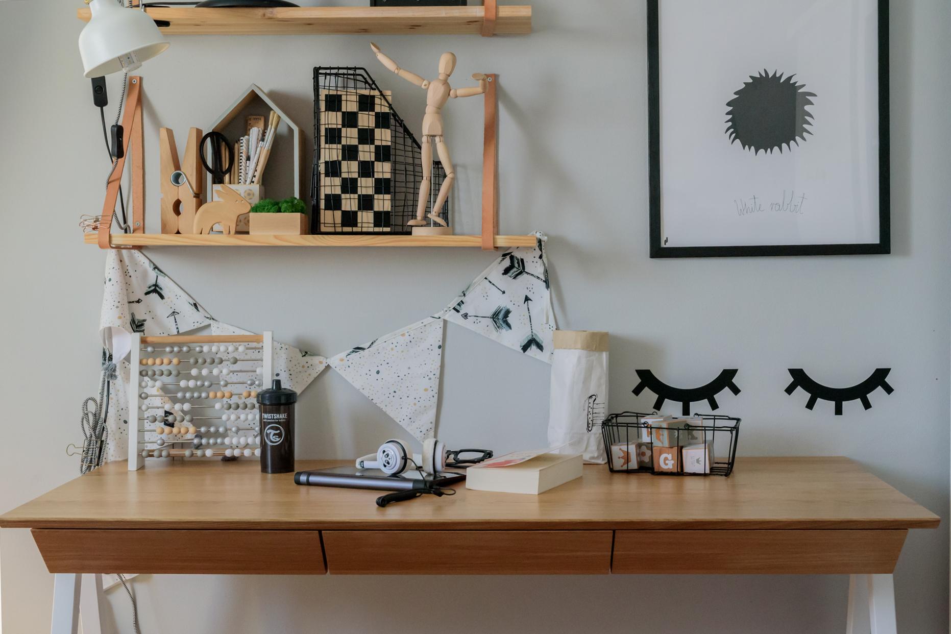 biurko borcas vogel, postawa dziecka przy biurku