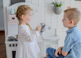 Kucharka, praczka czy sprzątaczka? Na kogo wychowasz swoje dziecko?